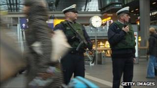 German armed police at the Hauptbahnhof in Berlin (17 Nov 2010)
