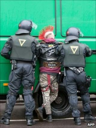 Police detain a protester in Berlin (2 Feb 2011)