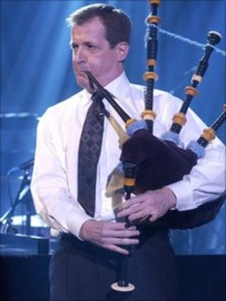 Alastair Campbell playing bagpipes on BBC Parkinson programme