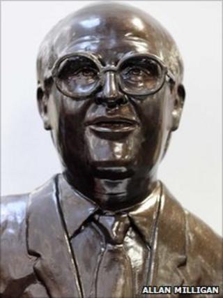 john smith statue