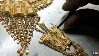 Jeweller crafting gold necklace