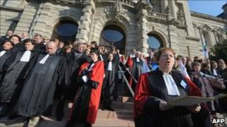 Judges, magistrates and lawyers demonstrate in Colmar, eastern France (10 Feb 2011)