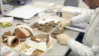 A student counts ceramic fragments of Machu Picchu artefacts at Yale. Photo: February 2011