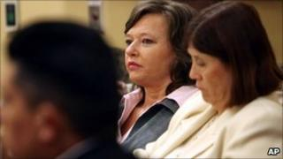 Shawna Forde (centre) listening to opening arguments in her murder trial