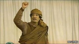 Libyan leader Col Muammar Gaddafi seen on state TV (20 Fen 2011)