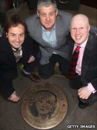 Matt Lucas (r) with Alfie Boe (l) and Cameron Mackintosh