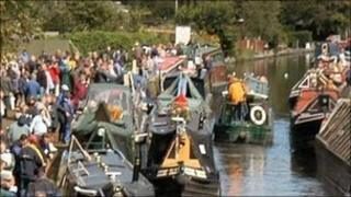 Event in 2004 (image from The Inland Waterways Association)