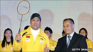 Former gymnast and sportwear manufacturer Li Ning (R), with the Chinese badminton players