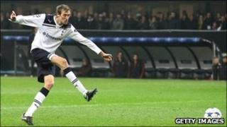 Peter Crouch scores for Tottenham against AC Milan