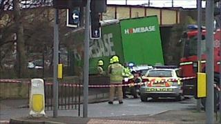 Lorry stuck under bridge (Pic: Arielle Schnepp)