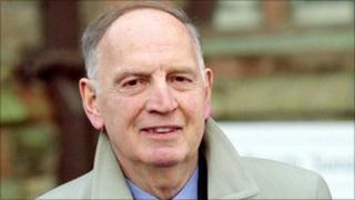 Dr Raymond McClean