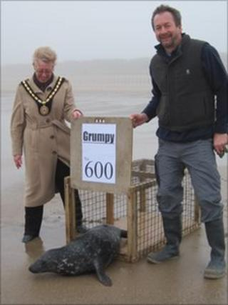 Grumpy is released by Skegness Mayor, Councillor Sue Binch and Natureland's Duncan Yeadon