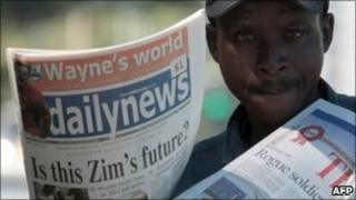 Man selling Daily News 18/03