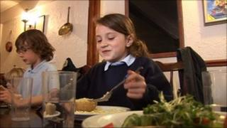 Pyworthy pupil eating lunch