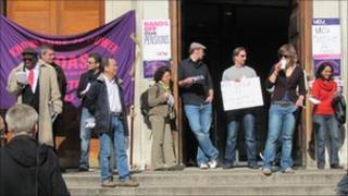 Lecturers' picket line at SOAS (24.03.11)