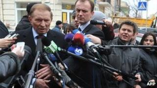 Ukrainian ex-President Leonid Kuchma faces reporters in Kiev, 23 March