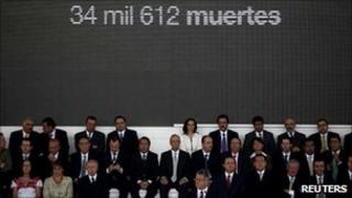 """Mexican media chiefs in front of a billboard reading """"34,612 deaths"""" during a meeting in Mexico City, 24 March 2011"""