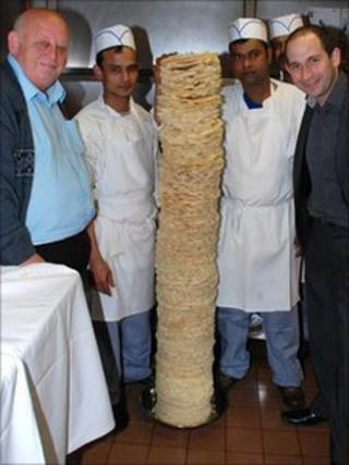 Bill Harrison (l), Indian Ocean chefs and Jon Howarth (r) with the stack of poppadoms