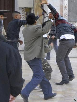Clashes at Omayyad Mosque in Damascus after Friday prayers, 25 March