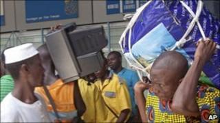 Malian nationals fleeing Abidjan