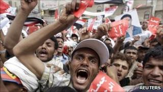 Anti-government demonstrators in Sanaa (25 Mar 2011)