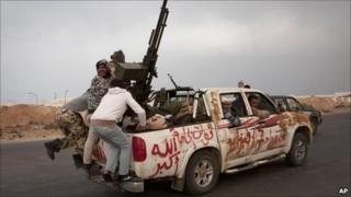 Rebels flee Ras Lanuf by car, Libya (29 March 2011)
