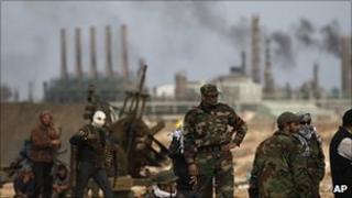 Libyan volunteers near oil installations at Ras Lanuf, 10 March 2011