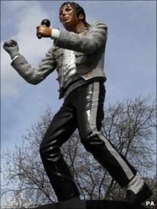 Michael Jackson Statue Unveiling - Craven Cottage