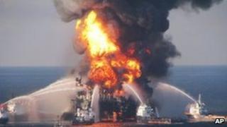 Deepwater Horizon oil rig on fire