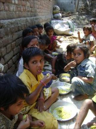 Bihar children being fed under a government scheme