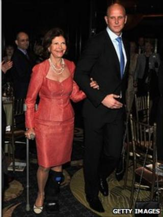 Queen Silvia collecting a prize from Health Right International in New York