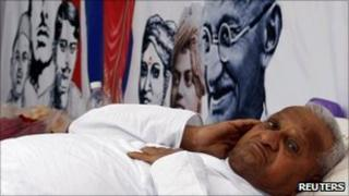 Anna Hazare on fast in Delhi on 6 April 2011