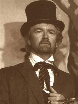 Noel Edmonds in period costume
