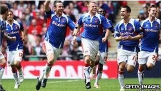 Carlisle celebrate Peter Murphy's goal