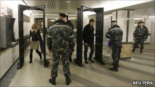 Police check in Minsk metro, 12 Apr 11
