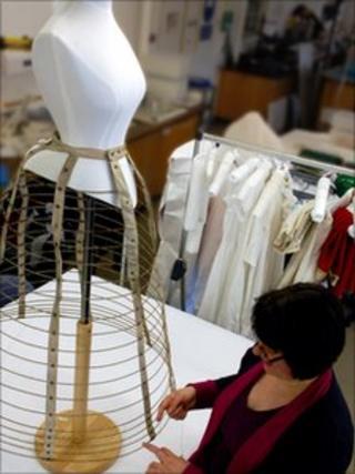 Machine-made cage crinoline