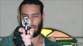 Undated photo of Wellington Menezes de Oliveira posing with a gun