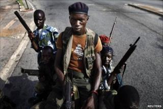 Pro-Ouattara soldiers patrol Abidjan, 15 April