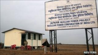 A policeman stands at a kiosk at the proposed site of the Jaitapur nuclear plant in Ratnagiri district, about 360 km (224 miles) south of Mumbai, April 13, 2011.