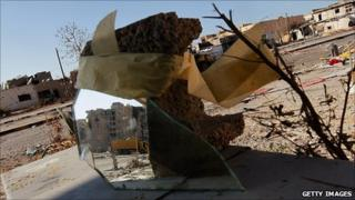 A mirror set up by rebels to see round a corner on Tripoli St, Misrata, 18 April 2011
