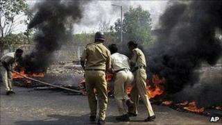 Fires lit on road to proposed Jaitapur nuclear plant
