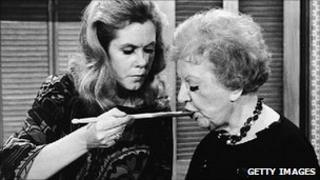 Elizabeth Montgomery and Marion Lorne on the set of Bewitched