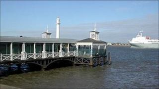 Gravesend town pier