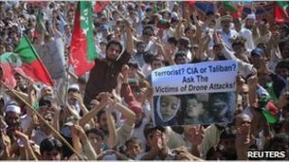 Protesters in Peshawar block Nato route - 24 April 2011