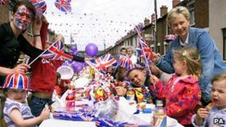 Street party to celebrate Queen Elizabeth II's Golden Jubilee in 2002. Copyright: Paul Faith/PA Wire