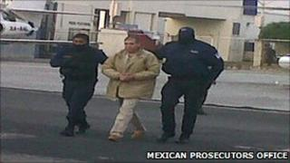 Benjamin Arellano Felix being led to the plane taking him to the US