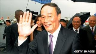Chinese Vice-Premier Wang Qishan waves to reporters in Nairobi.