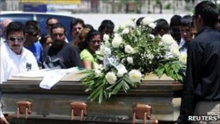 People carry the coffin of miner Juan Carlos Escobedo Chavez at his funeral at a cemetery in Sabinas, 7 May 2011