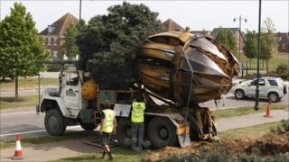 The tree spade machine