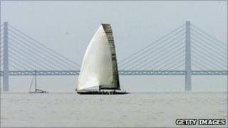 Sailing boats pass the Oeresund Bridge linking Denmark with Sweden (archive image)